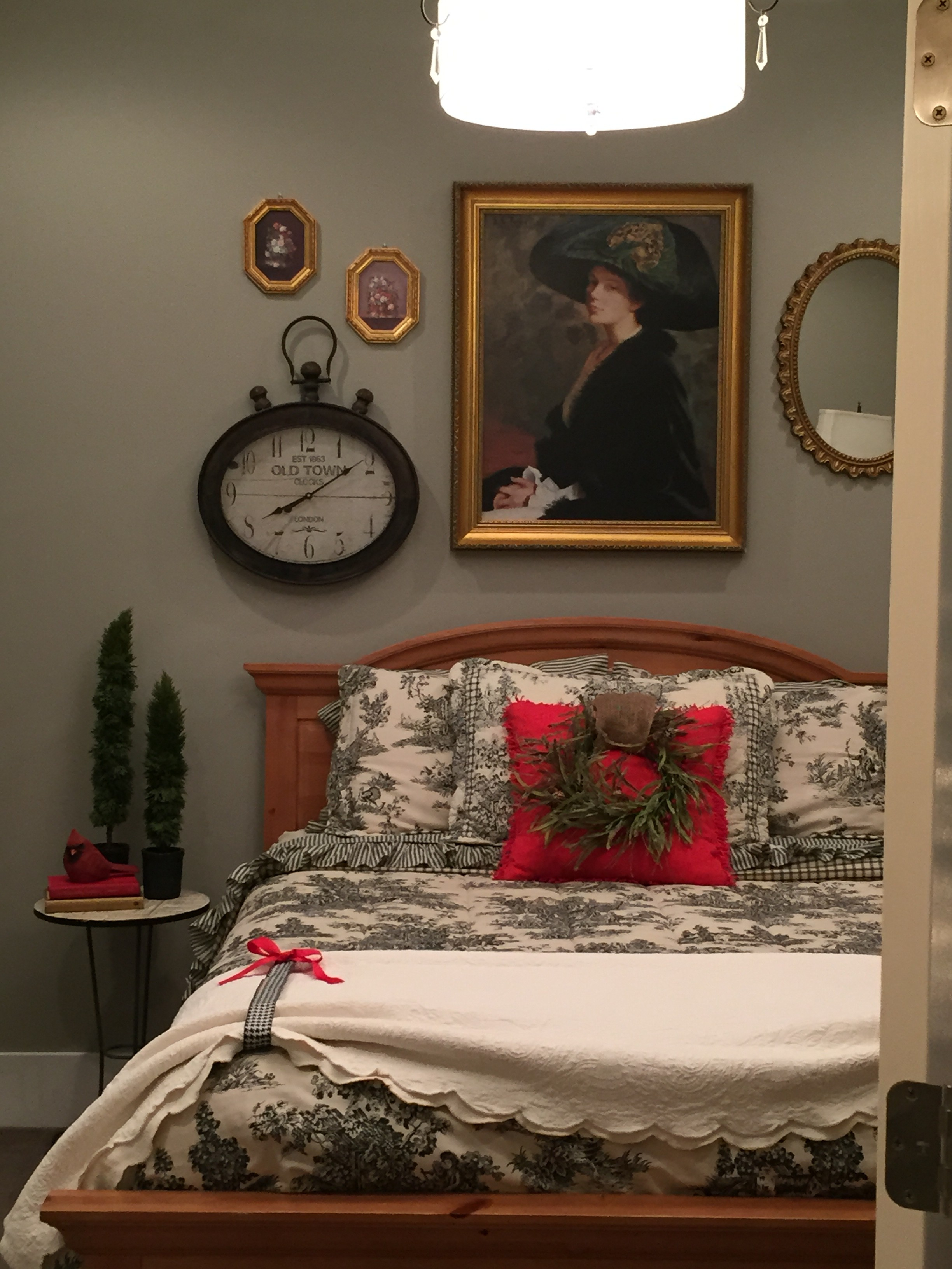 Last Minute Guest room Decorating, quick, easy, free! What could be better?!
