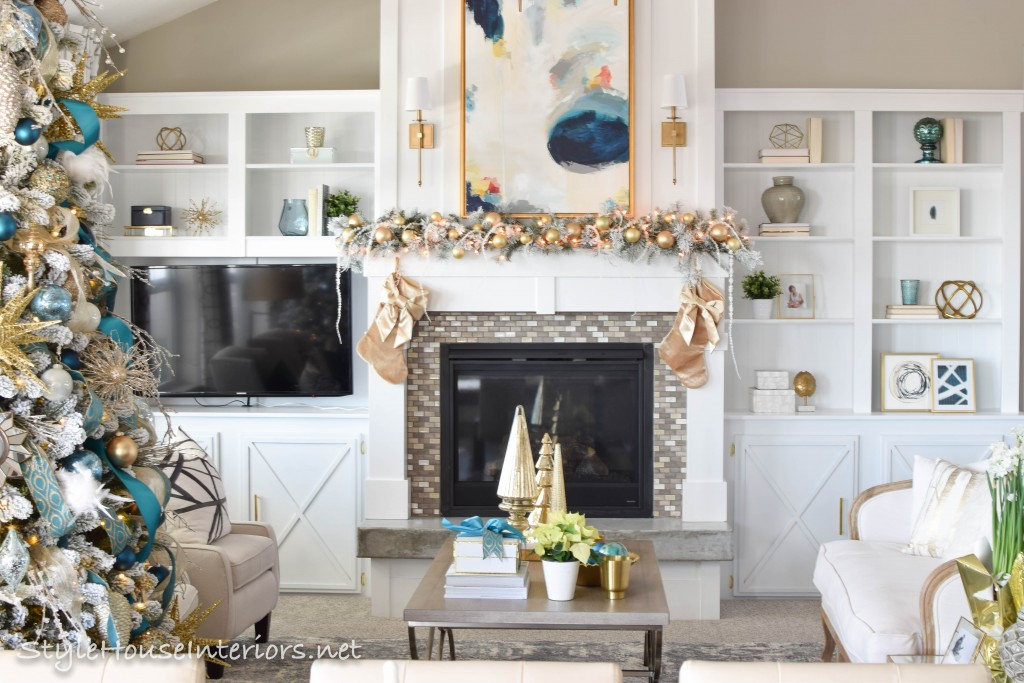 Simple christmas mantle Stylehouse Interiors