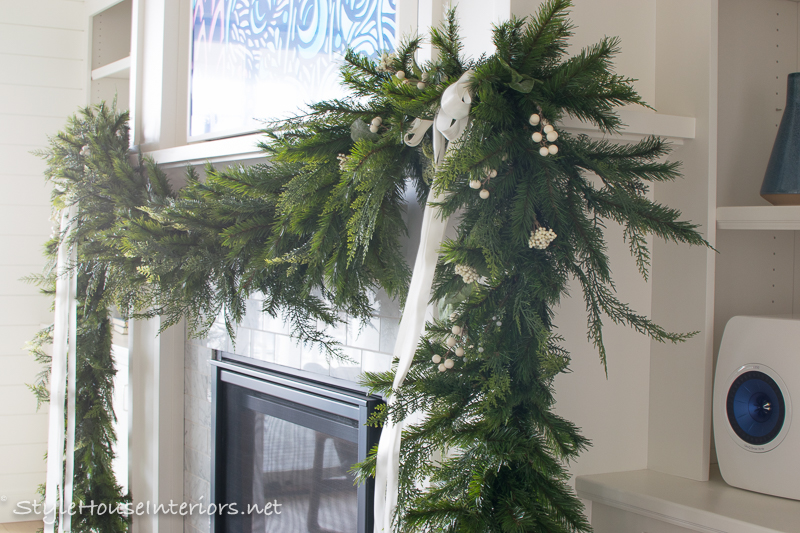 Casual Elegant Blue and Silver Christmas Decorating Ideas ...